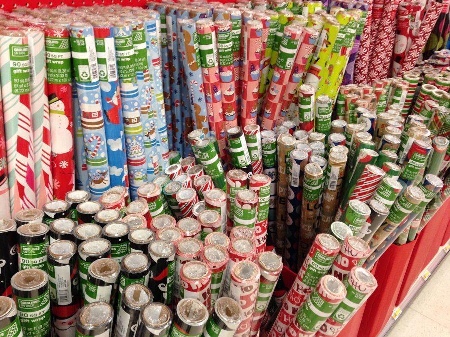 A+retail+display+of+seasonal+wrapping+paper+-+photograph++by+Mark+Buckawicki++-+CC0+license+via+wikimedia