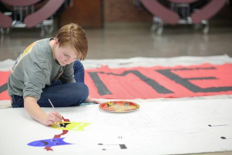 Sydney Anderson works on the set for FAME.  Photograph by John Fitts