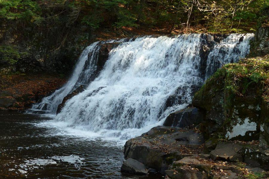 The falls is the highlight of Wadsworth Falls State Park. Jllm06/wikimedia